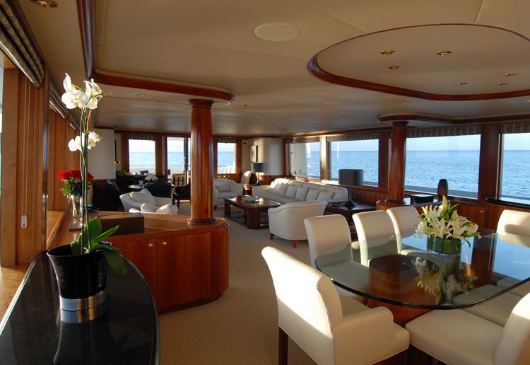 Motor yacht Dona Lola -  Main Salon