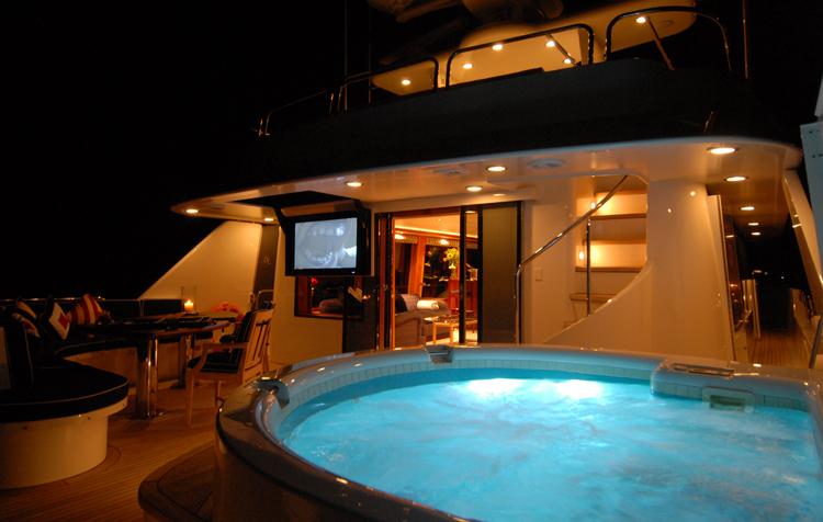 Motor yacht Dona Lola -  Spa Pool