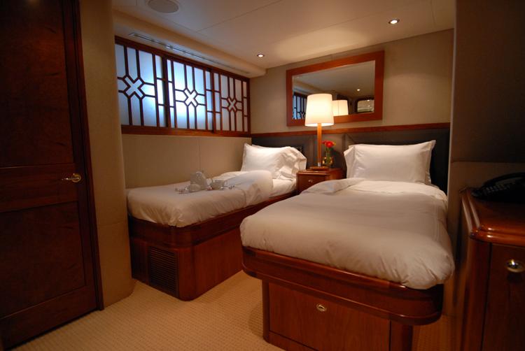 Motor yacht Dona Lola -  Twin Cabin
