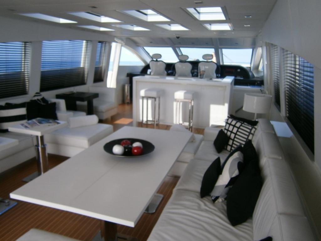 Motor yacht FRIDAY -  Salon Dining