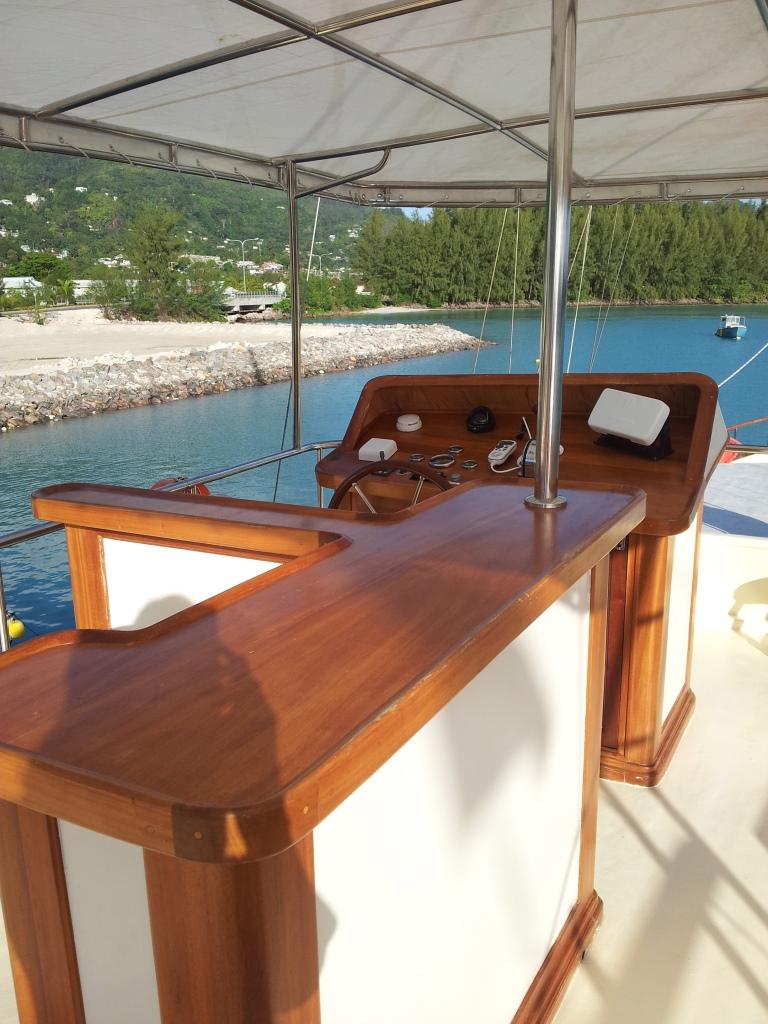 Motor yacht GALATEA - Bar and Helm