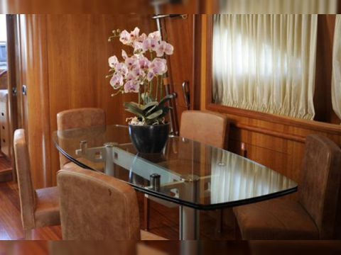 Motor yacht HAPPY FEET - Formal dining