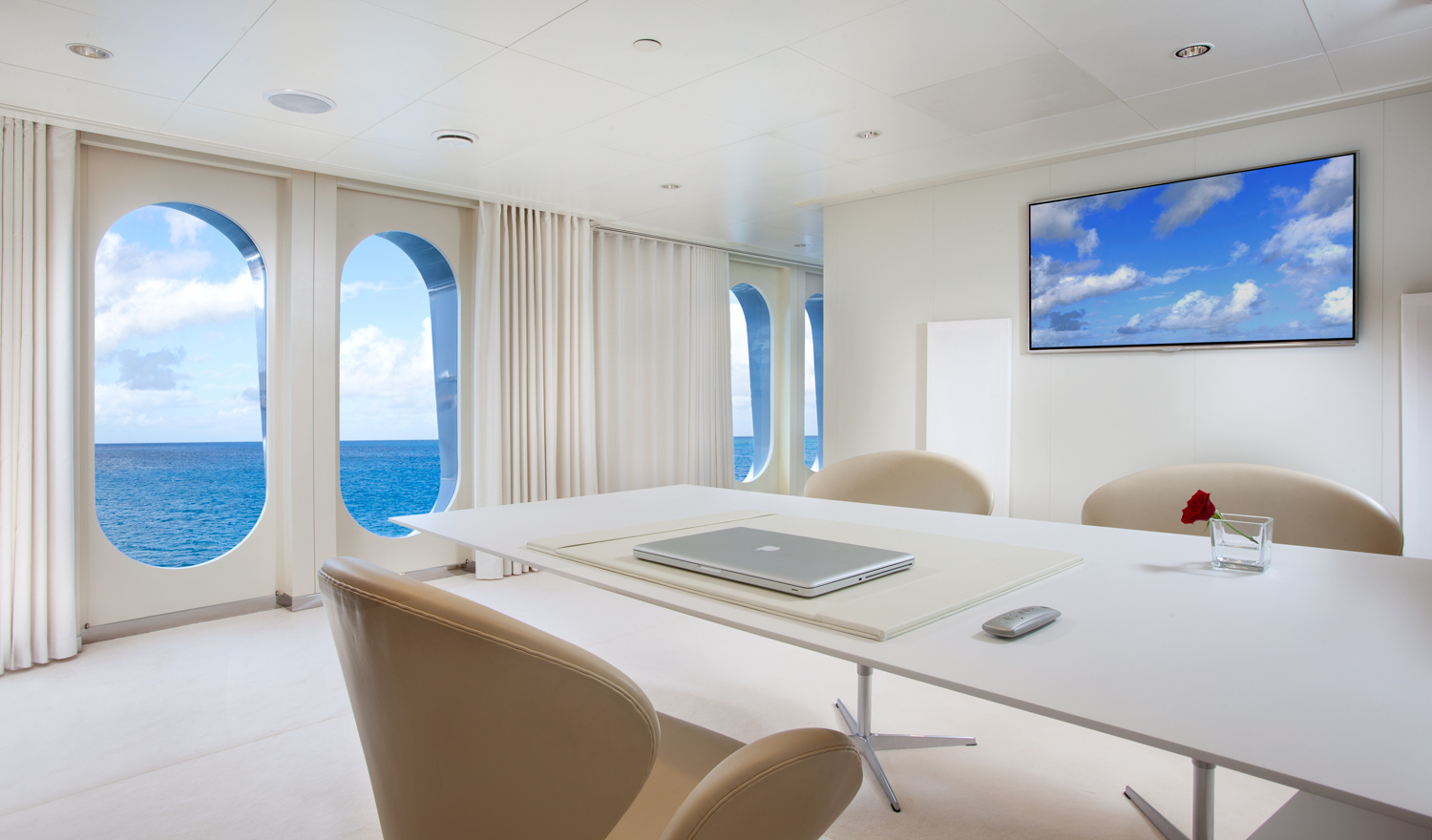 Motor yacht IDOL-  Office