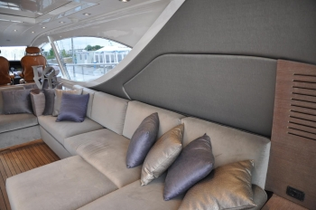 Motor yacht IROCK -  Salon Seating