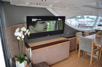 Motor yacht IROCK -  TV in Salon