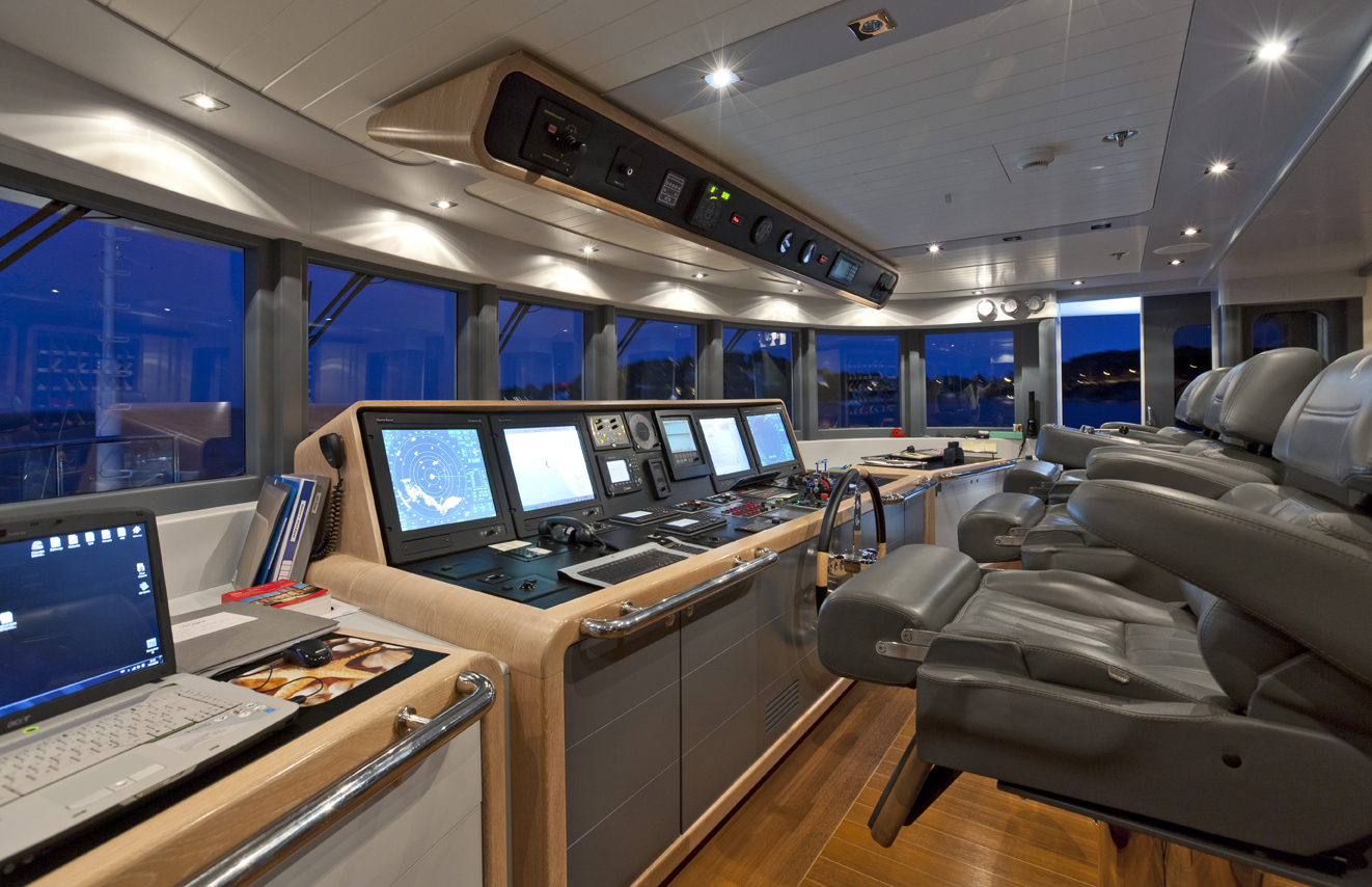 Pilot House Image Gallery Luxury Yacht Browser By