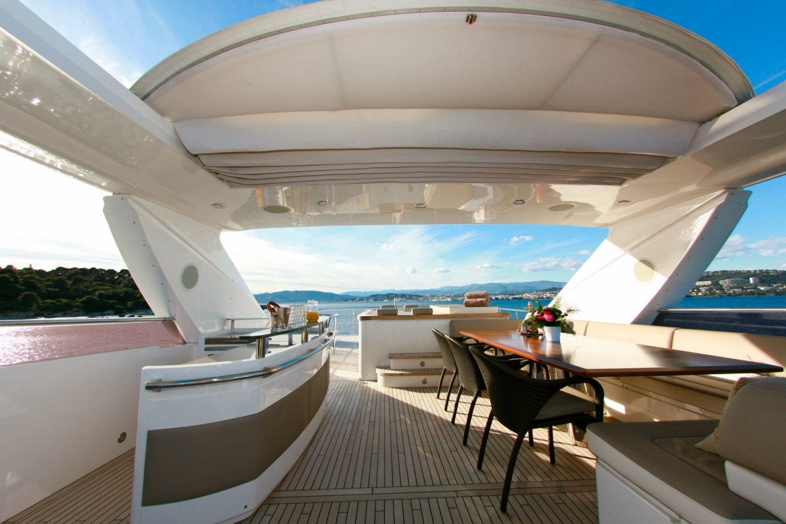 Motor yacht LADY BEATRICE - Sundeck