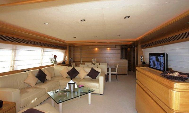 Motor yacht LADY CHATTERLEY -  Main Salon