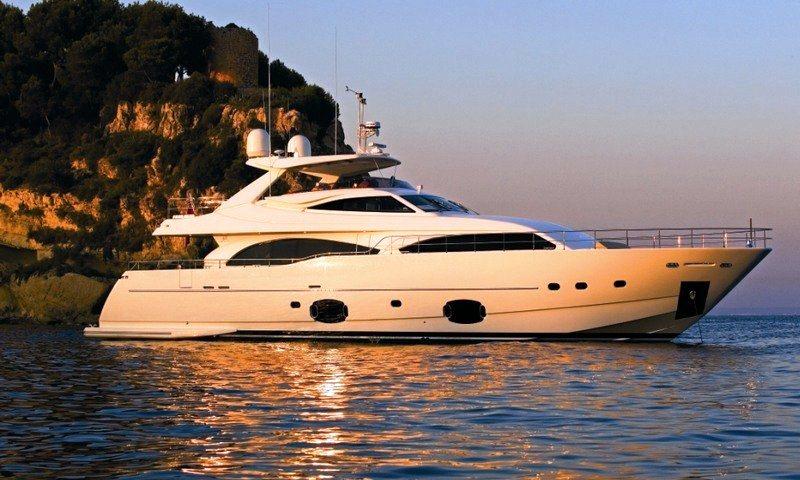 Motor yacht LADY CHATTERLEY -  Main