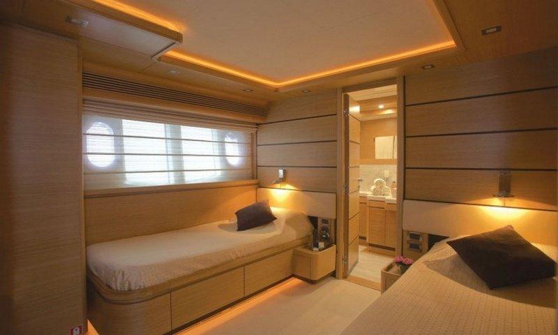 Motor yacht LADY CHATTERLEY -  Twin Cabin