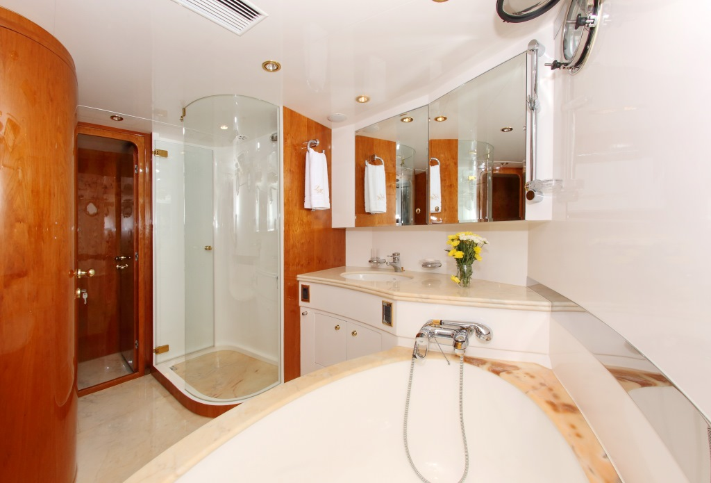 Motor yacht LADY MARCELLE - Master Bath 2