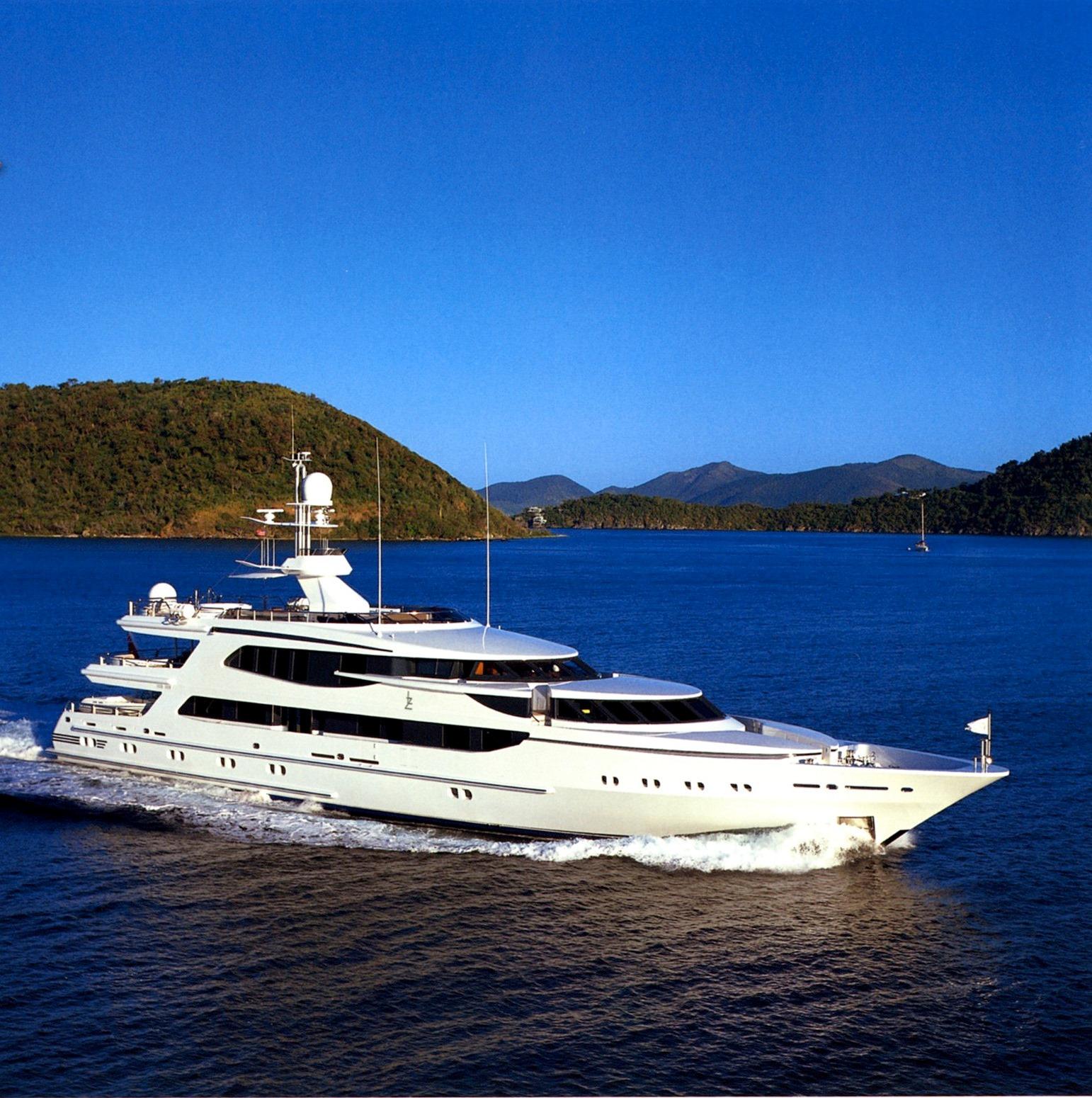 Motor yacht LAZY Z - On Charter