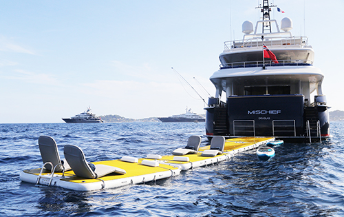 Motor yacht MISCHIEF - Water toy fun