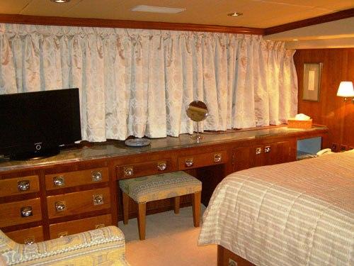 Motor yacht MONACO -  Cabin 2 detail