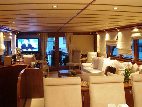 Motor yacht MONACO -  Salon looking Aft