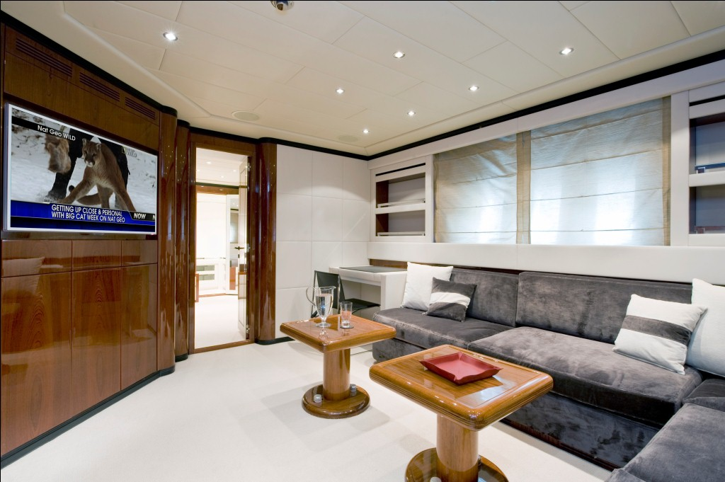 Motor yacht MOSKING - Interior Salon TV