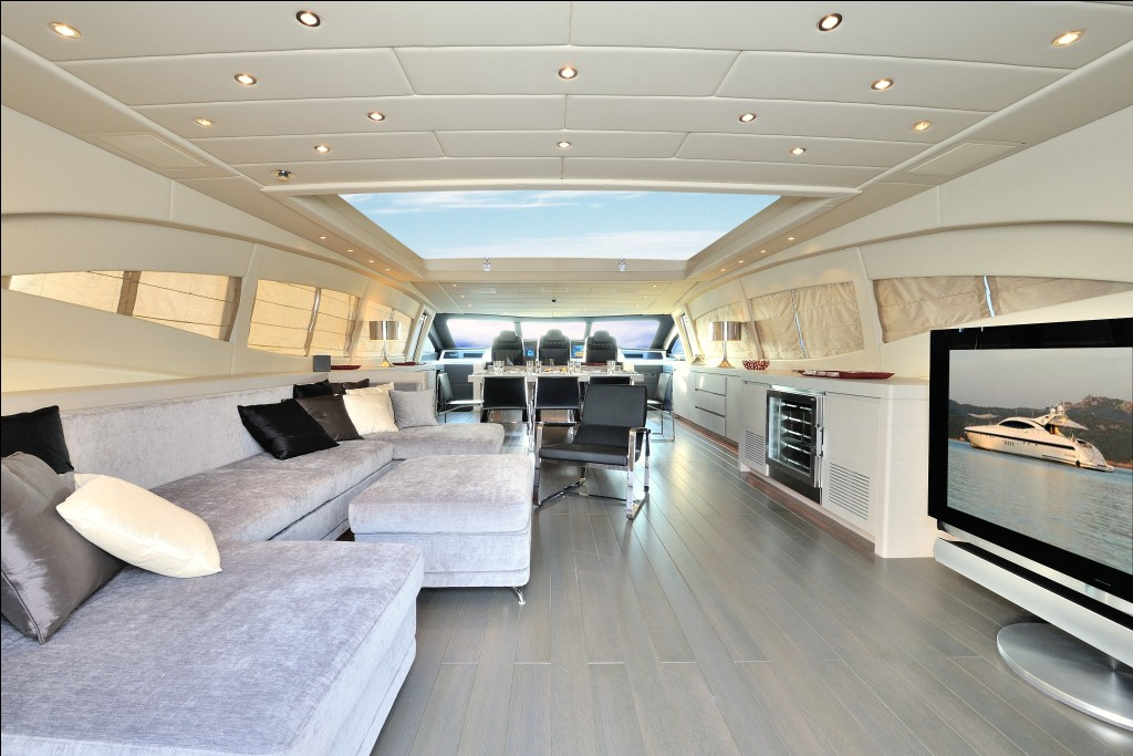 Motor yacht MOSKING - Saloon Main Deck with open top