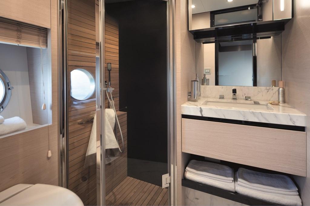 Motor yacht NORTH STAR - Guest Bath