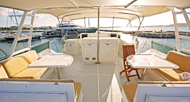 Motor yacht PIXEL -  Flybridge Dining area