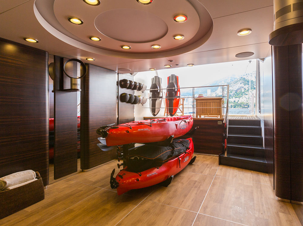 Motor yacht QM OF LONDON - beach club storage for water toys