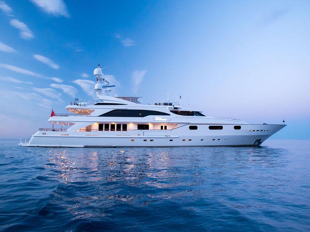 Motor yacht QM OF LONDON