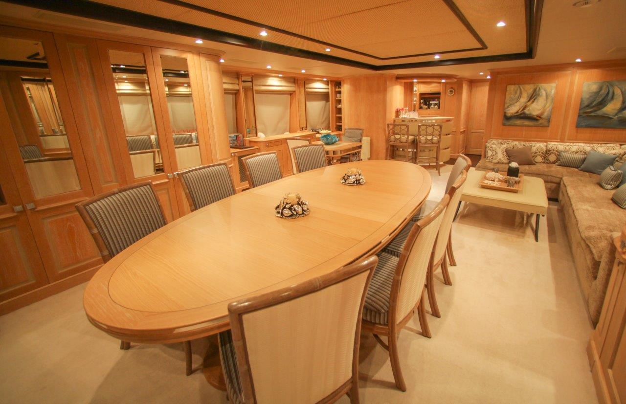 Motor yacht QUEST R -  UPPER DECK Saloon Dining