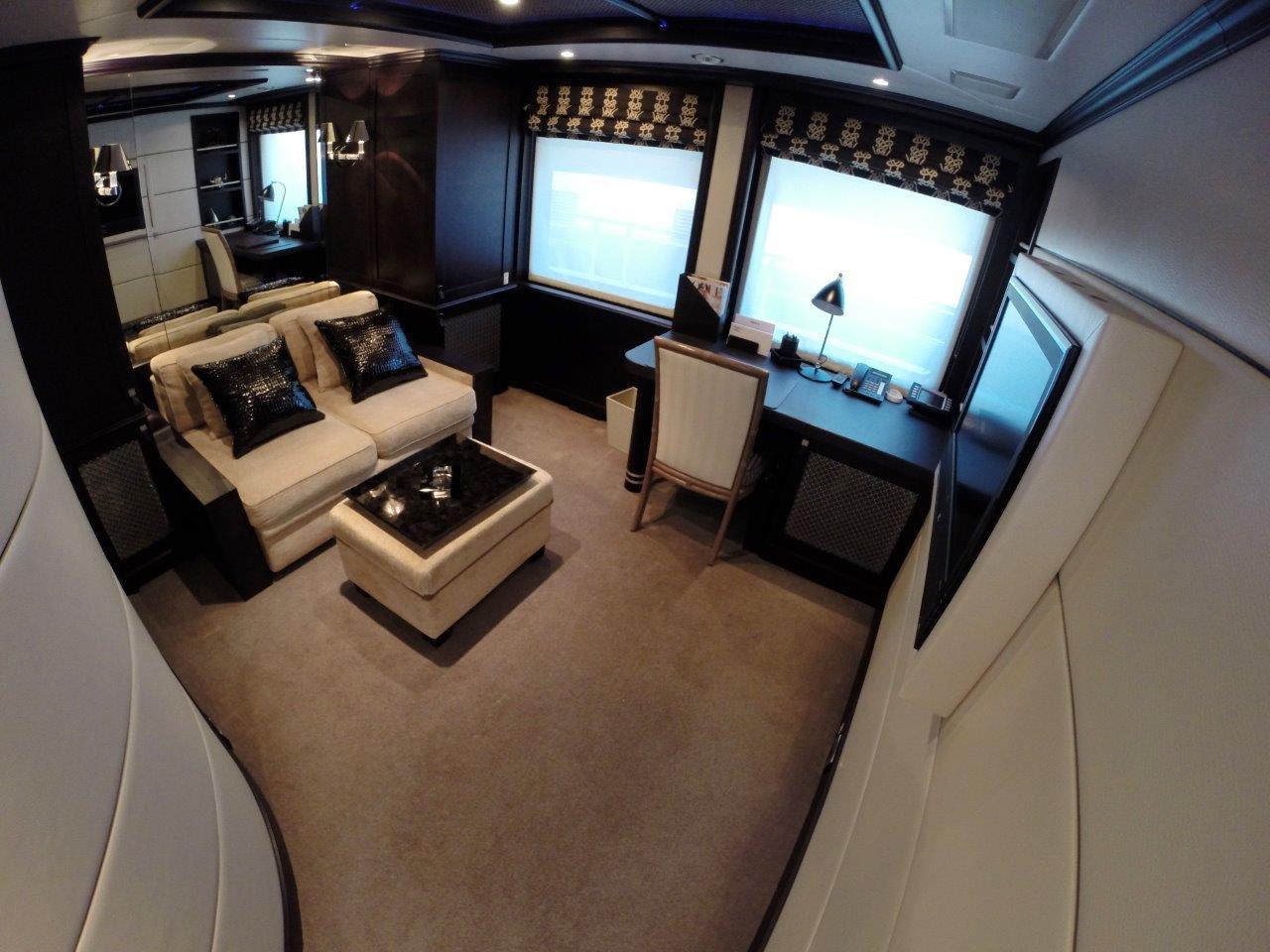 Motor yacht QUEST R - Media room