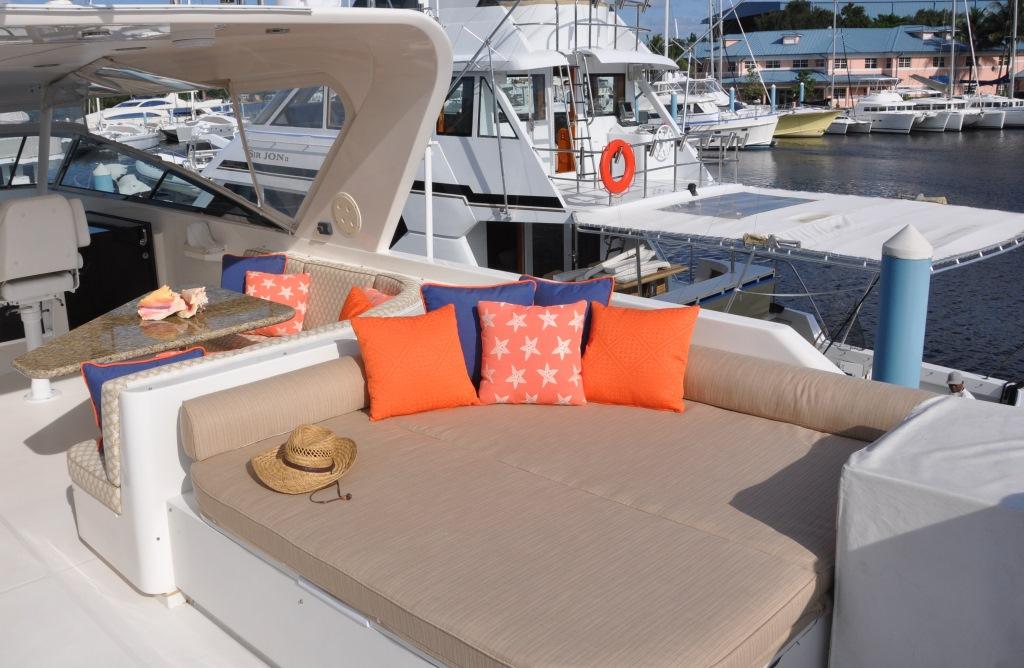 Motor yacht REFLECTIONS - Sundeck Sunpad