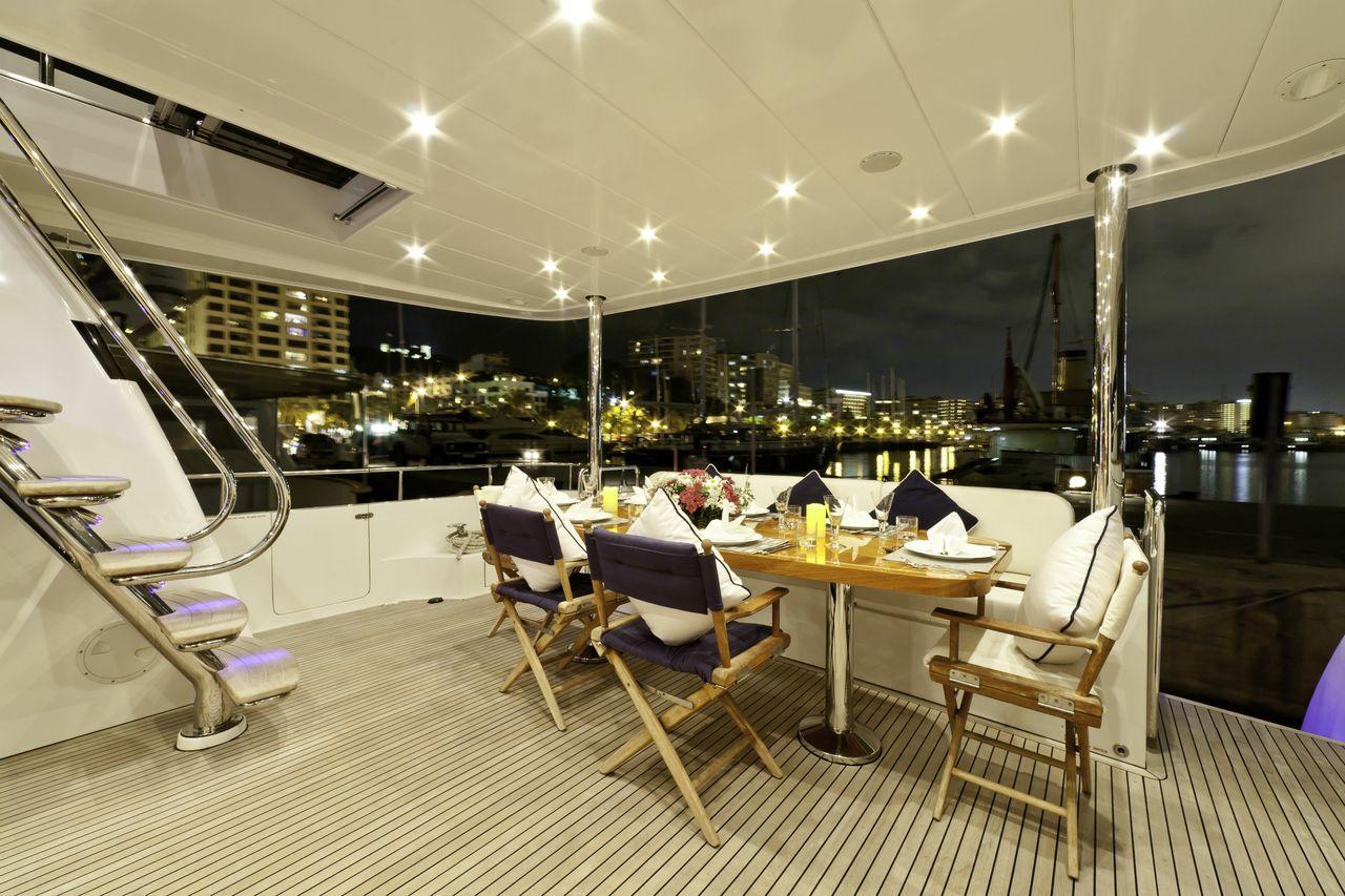 Motor yacht SAMARIC  -  Aft Deck Al Fresco Dining