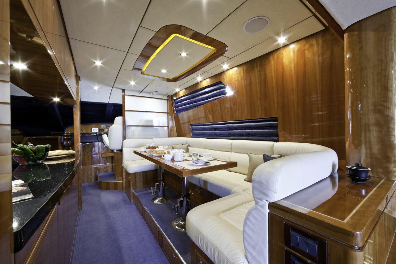 Motor yacht SAMARIC  -  Dining Table