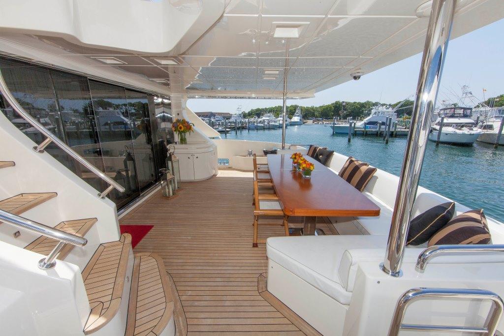 Motor yacht SORRIDENTE - Aft deck dining