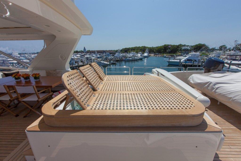 Motor yacht SORRIDENTE - Jacuzzi and sunbeds