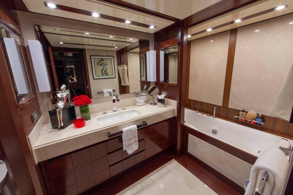 Motor yacht SORRIDENTE - Master her en-suite