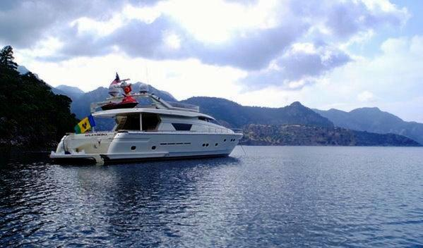 Motor yacht SPLENDIDO -  At Anchor