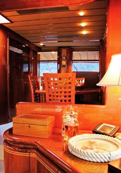 Motor yacht SPLENDIDO -  Salon Detail