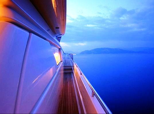Motor yacht SPLENDIDO -  Side Deck
