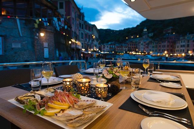 Motor Yacht THE WELLESLEY   Al Fresco Dining