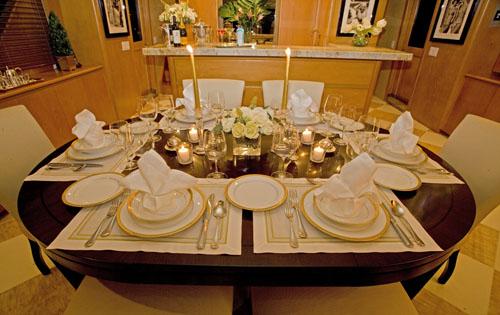 Motor yacht TRILOGY -  Dining detail