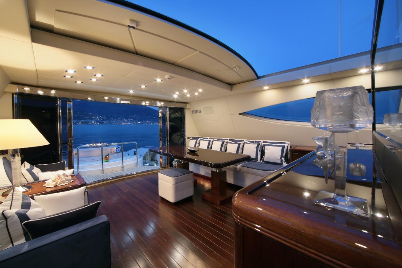 Motor yacht VERA - Deck Salon looking Aft