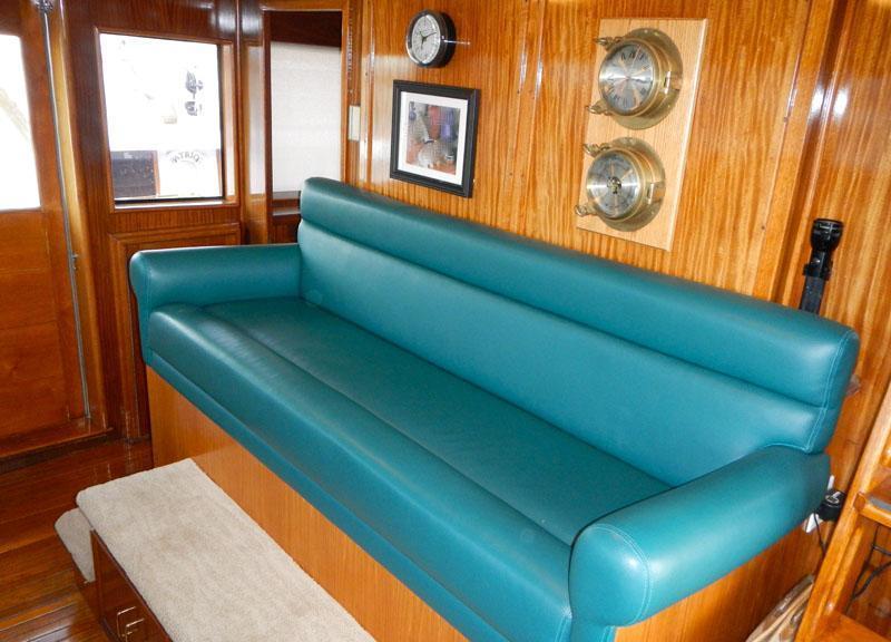 Motor yacht VIAGGIO -  Pilothouse Seating