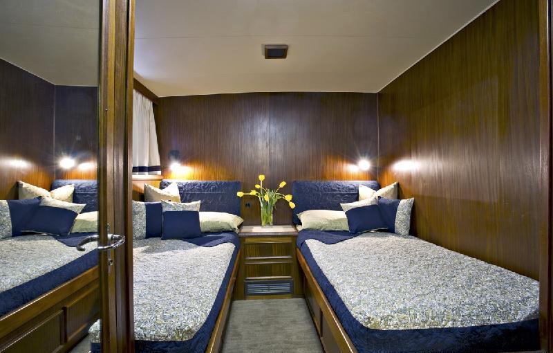 Motor yacht VIAGGIO -  Twin Cabin