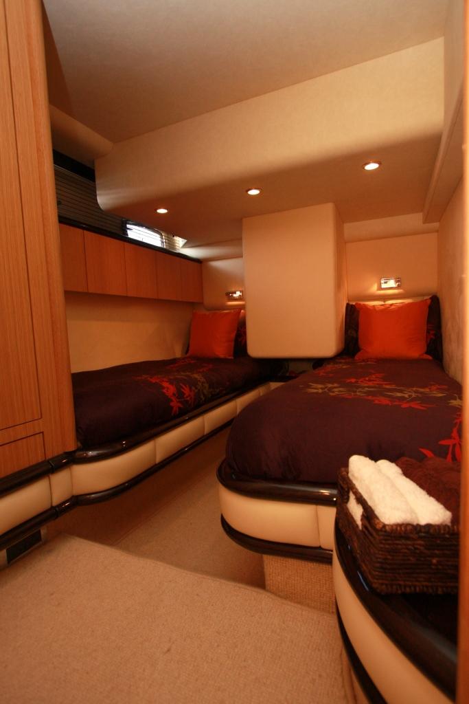 Motor yacht WAVE -  Twin Cabin
