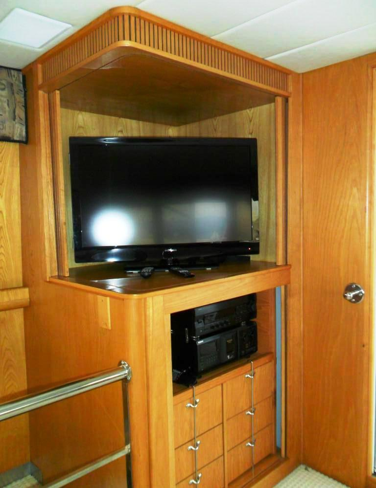 Motor yacht ZIA -  Salon TV