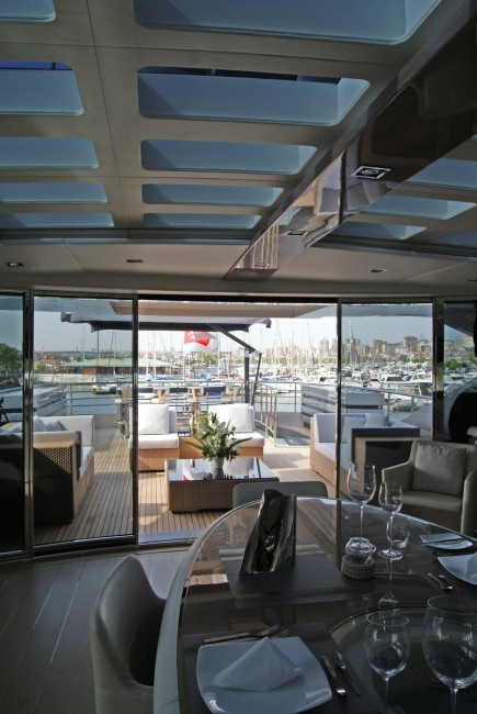 Motor Yacht NOOR Upper_dining_3_low