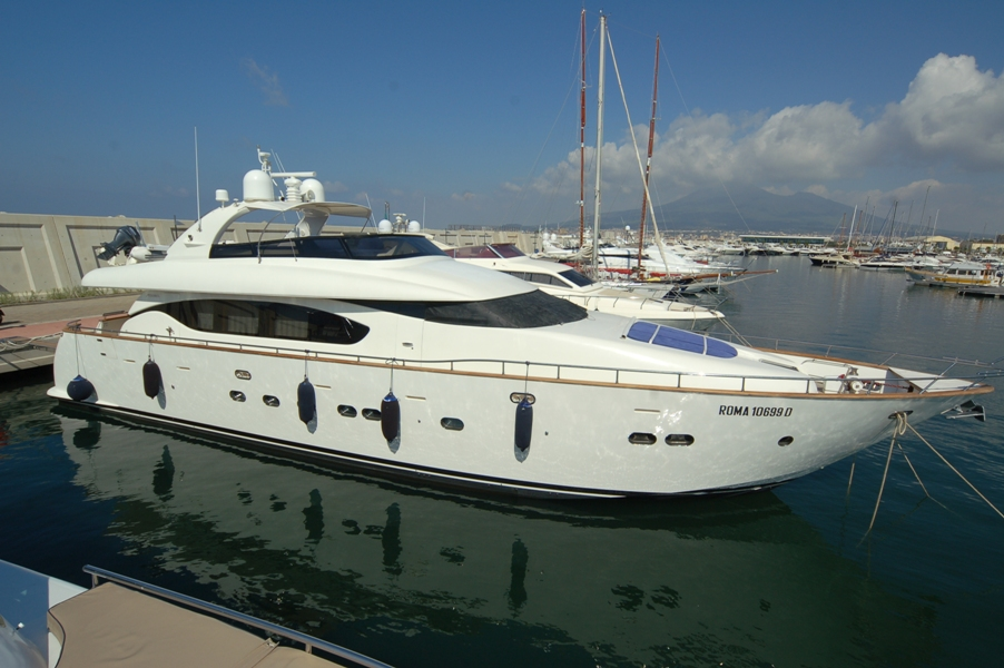 NEVER ONE - Yacht