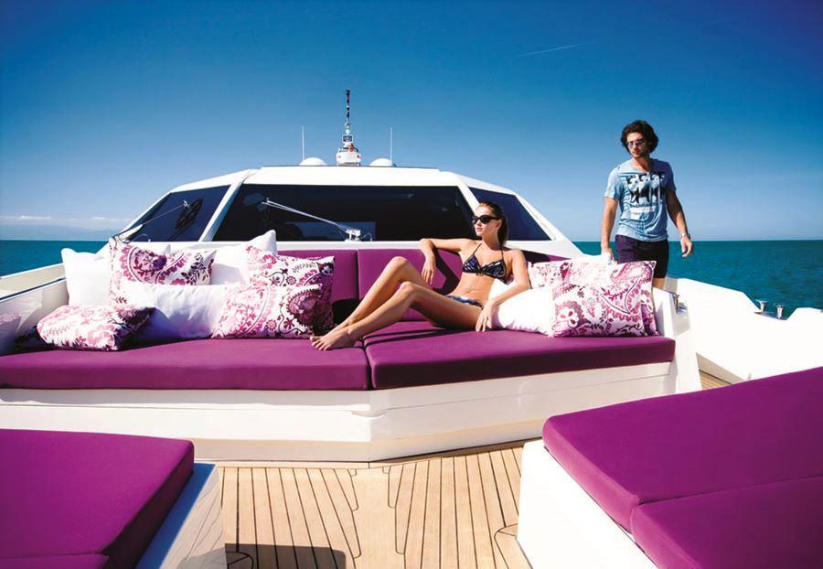 Numarine 78HT yacht HIP NAUTIST Foredeck
