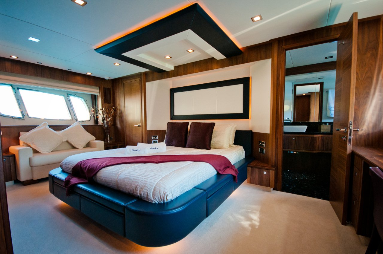 Oomka master cabin luxury yacht browser by for By the cabin catamaran charters