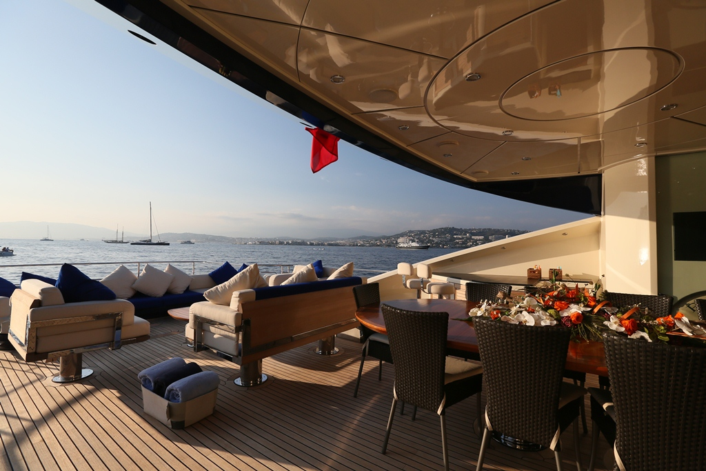 PJ135 PLUS TOO -  Aft Deck Dining and Lounging