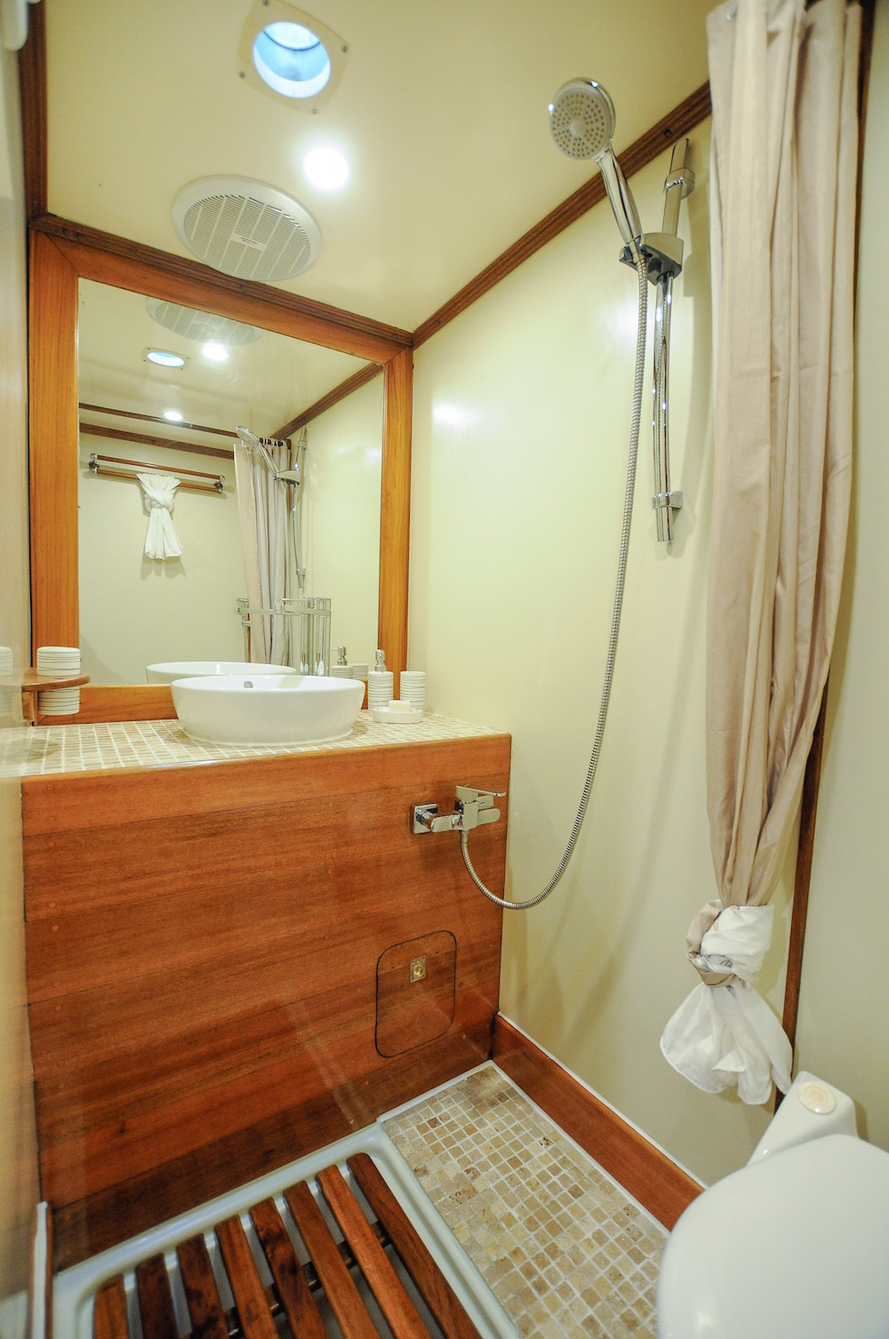 RAJA LAUT charter yacht - bathroom