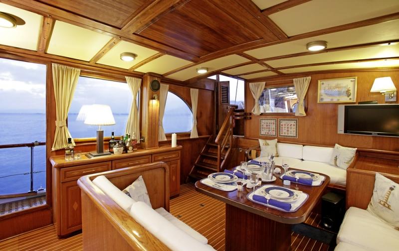 ROTA II yacht - saloon